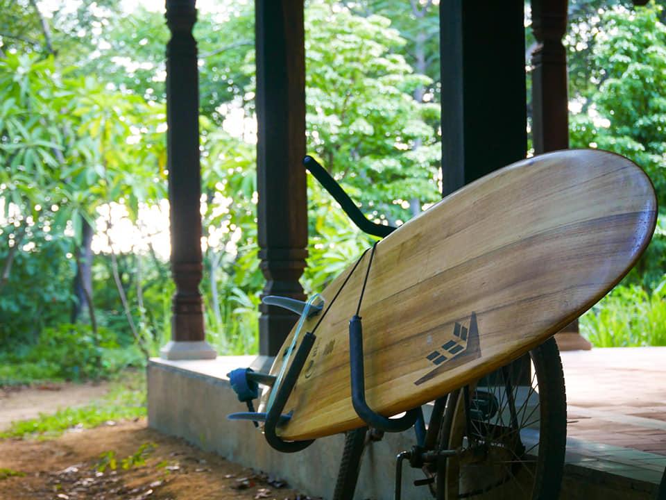 Waxer sa planche de surf et respecter l'environnement