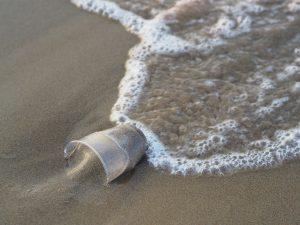 Microplastiques d'origine secondaire provenant d'objets en plastique dégradés
